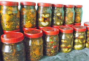 Chilies made by women in the Sammunat project